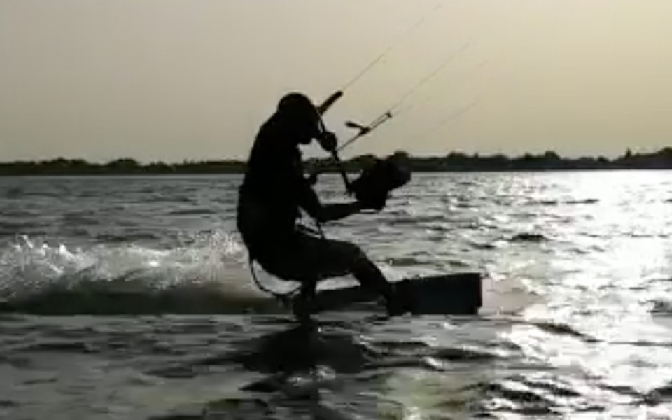 Solo riding kite surfing lesson